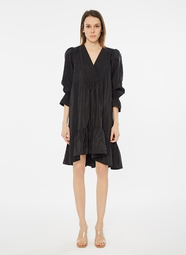 Loves You V Yaka Eteği Volanlı PiperTouch Elbise Siyah